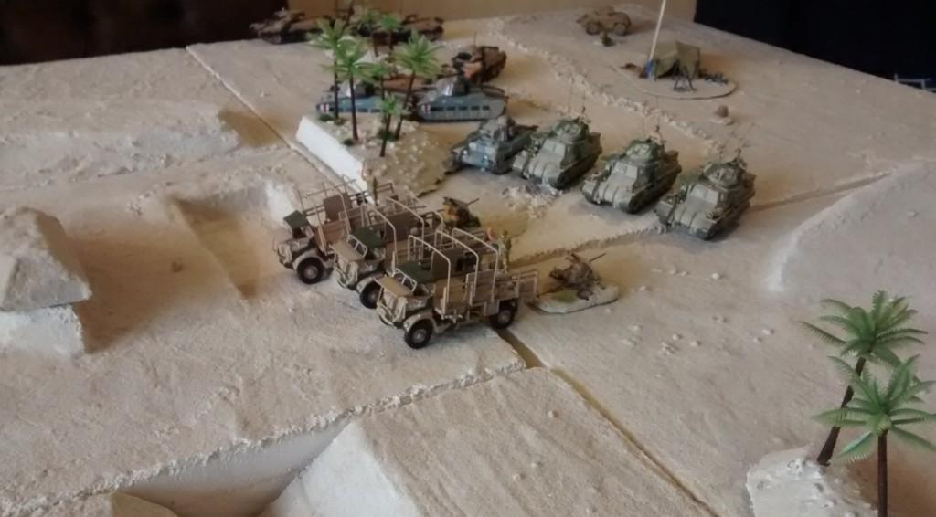 """Der Vorstoß über das Zentrum nimmt Formen an. Gleich werden die Truppen das Wüstenfort """"El Ghibli"""" in Plattenmitte erreichen."""