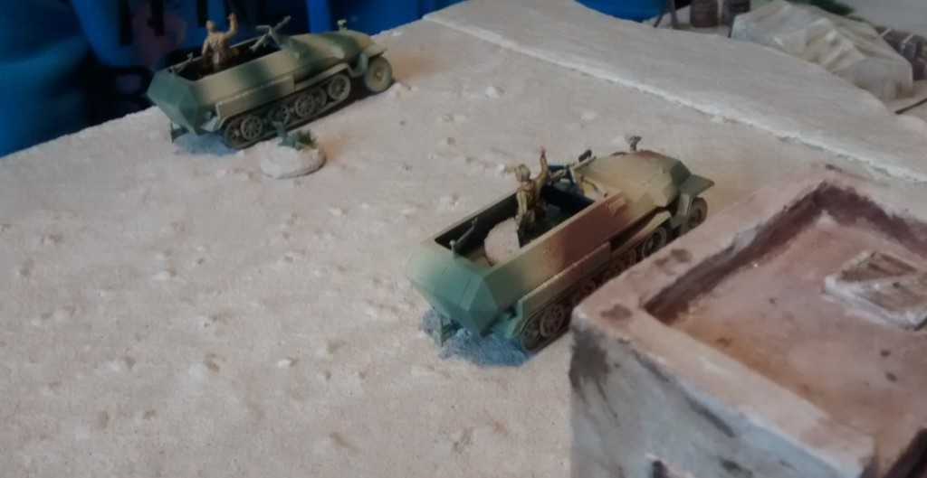 Gerade noch rechtzeitig vor dem Eintreffen der britischen Panzerspitzen der British 7th Armoured Division können die beiden 10er-Trupps mit ihren vier 81mm-Granatwerfern im Wadi Tarfaui in Stellung gehen.