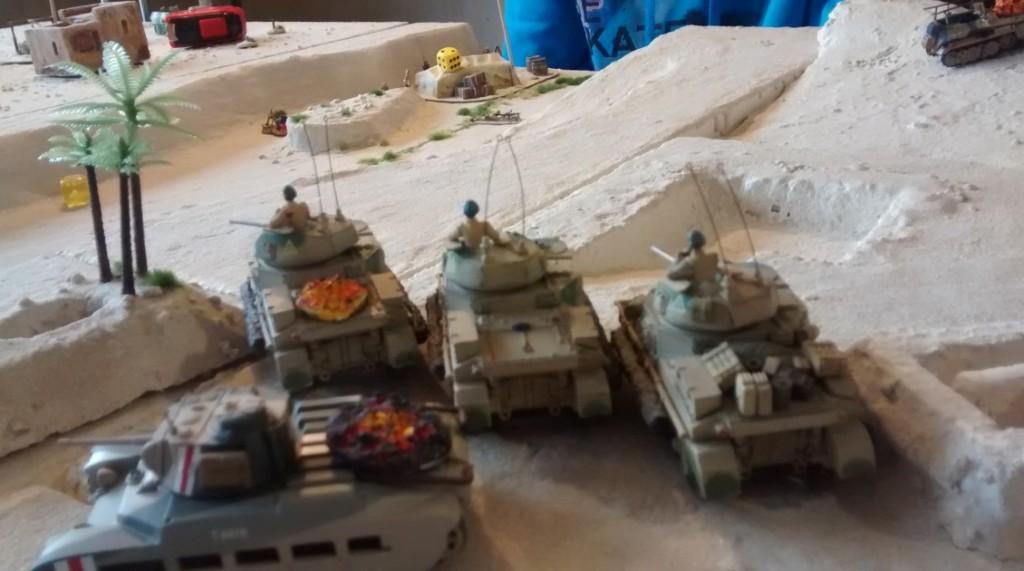 Der britische Panzerkeil aus drei M3 Grant und einem Matilda. Blick auf die frühere deutsche Granatwerferstellung.