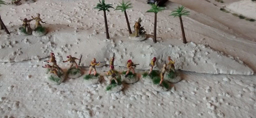 Die Division Folgore wirft sich mit dem zweiten 10er-Trupp dem angreifenden britischen Verband entgegen.