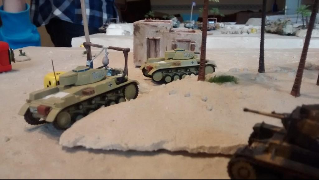Die drei leichten Kampfpanzer ( Panzer II F und Panzer 38(t) auf dem Weg an die Front
