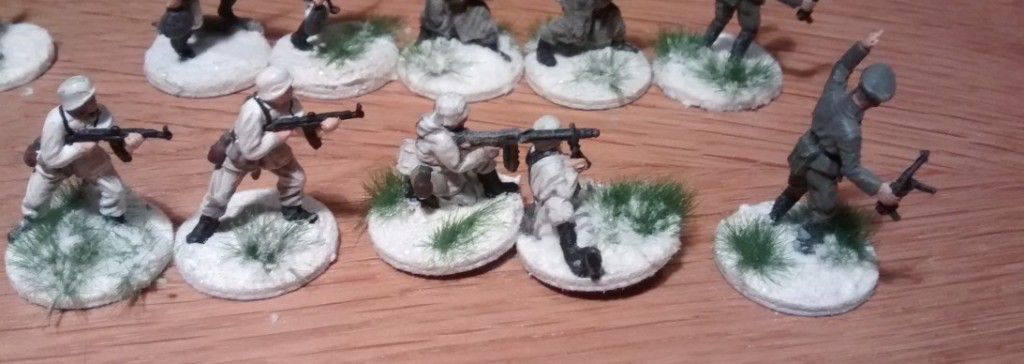 Ein MG-Schütze mit Begleitung. Das einzige MG des Regiments. Möglicherweise muss man da noch nachlegen.