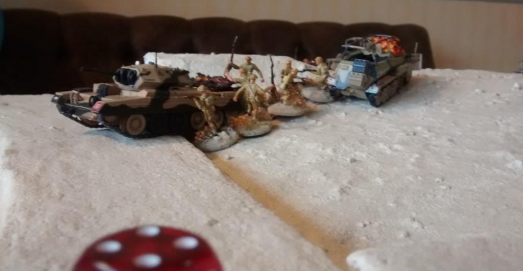 Reste der britischen Infanterieeinheiten nutzen Panzerwracks als Deckung und beteiligen sich am Angriff.
