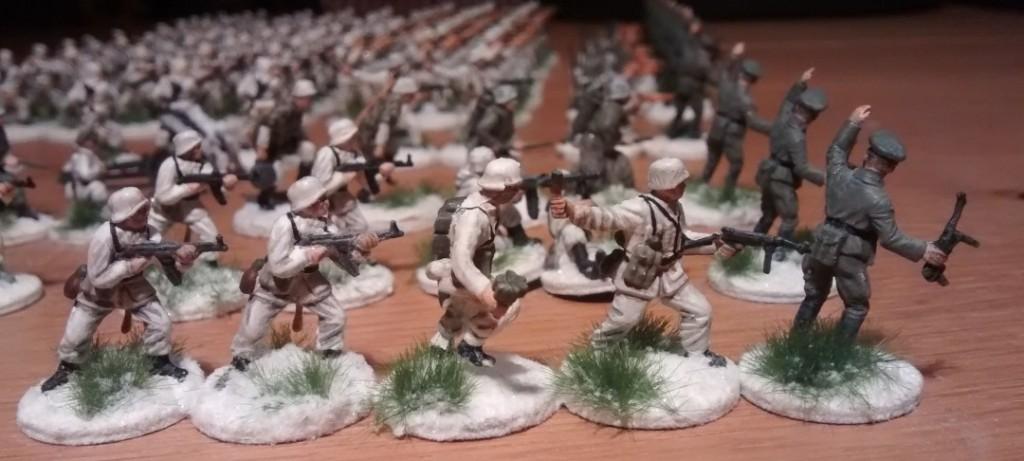 Wenn man dem Internet glauben kann, dann wäre der Offizier die Figur des Oberst Hans Tröger, welcher das Regiment 1941 bis 1942 kommandierte.