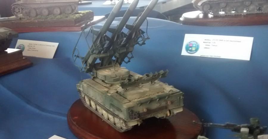 Das SAM-6 Flugabwehrraketensystem der ehemaligen NVA ( Nationale Volksarmee ) der DDR gehört enefalls hierher