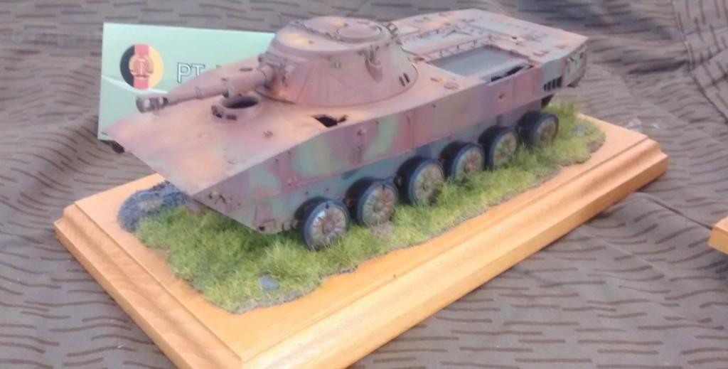 Der ausgediente PT-76-B der NVA (hier als Hartziel im Einsatz) ist im NVA-Forum ebenfalls ein Must-Have.