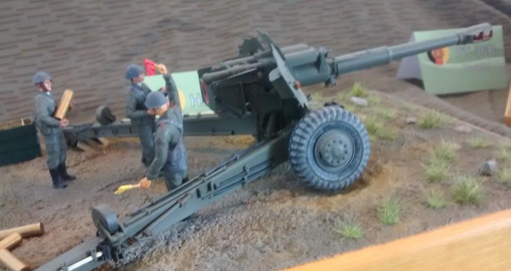 Die Haubitze 152mm D-20 (zur Niederhaltung und Vernichtung von Truppen) war eine recht bekannte Artilleriewaffe der NVA. Gehört auch in mein Forum rein.