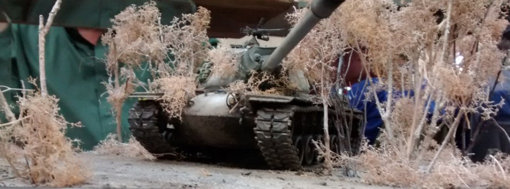 Diese Winterszene mit dem US-Kampfpanzer M-103 ist eine meiner großen Favorites. Die Inszenierung des Fahrzeugs in der weißen Winterlandschaft ist sehr stimmungsvoll und aus meiner Sicht sehr gelungen. Der M-103 ist eh einer meiner Favs unter den Post-WK-II-US-Panzern.