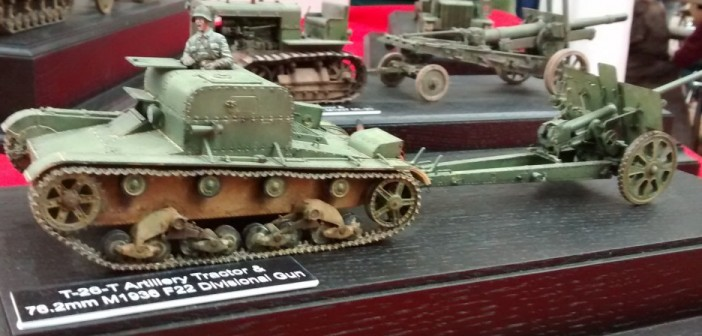 T-26 Artillerie-Traktor und 76,2mm M1936 F22 Divisionsgeschütz