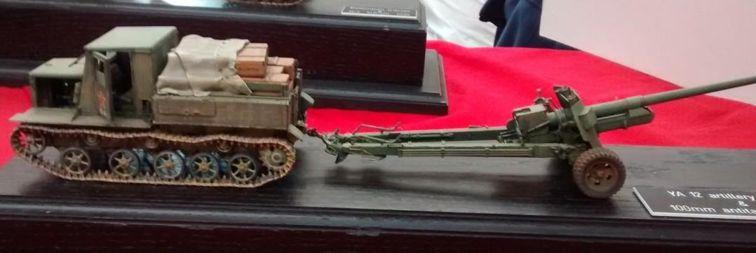 YA-12 Artillerie-Traktor und 100mm-Pak Bs3