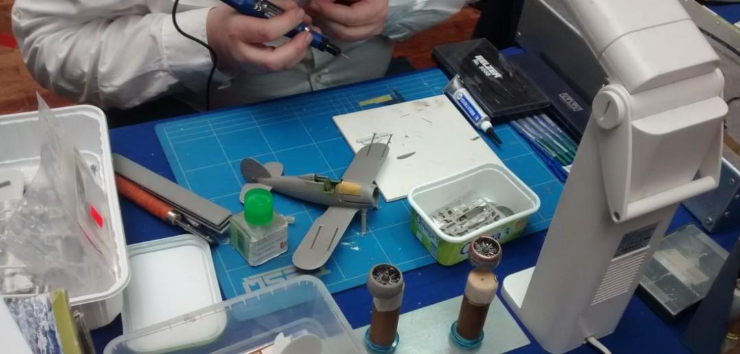 Die Modellbauer bei der Arbeit.