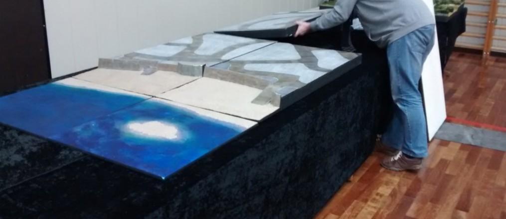 Segment um Segment füllt sich der Ausstellungstisch. Das Diorama Saint-Aubin wir nach und nach aufgebaut.