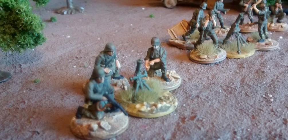 Das 81mm-Granatwerfer-Team der 3./Granatwerfer-Bataillon 5