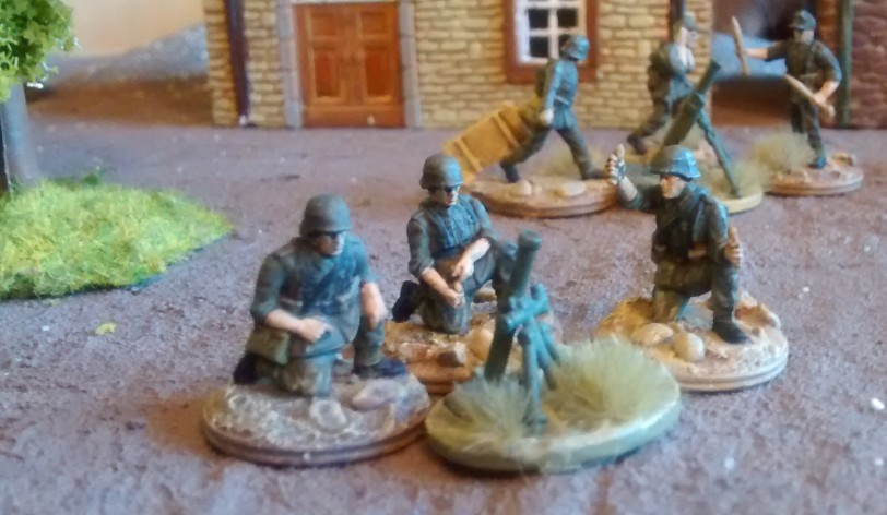 Das 81mm-Granatwerfer-Team der 4./Granatwerfer-Bataillon 5