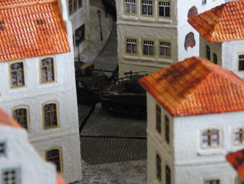 Meist ziehen die US-Panzer zu Dreien oder Vieren durch die engen Gassen der Altstadt.