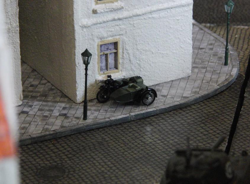 Neben den alliierten und deutschen Herrschaften haben auch Franzosen ihre Gefährte in den Straßen von Saint-Aubin geparkt.