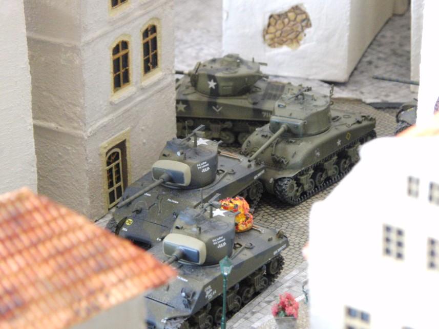 An jeder Straßenkreuzung ist zu entscheiden, ob der Tank-Platoon sich teilt oder gemeinsam vorrückt.