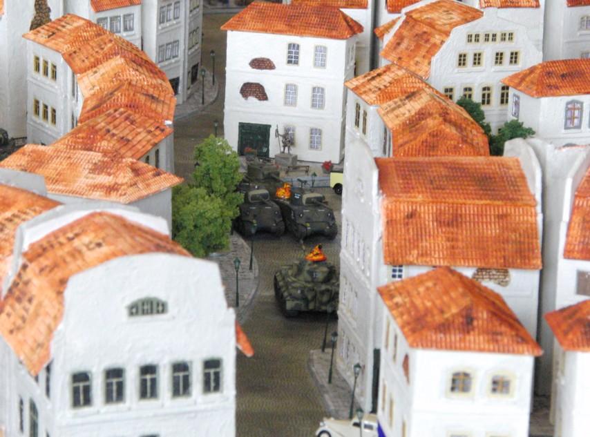 Vor der Mairie kommt es ebenfalls zum Panzer-Gefecht.