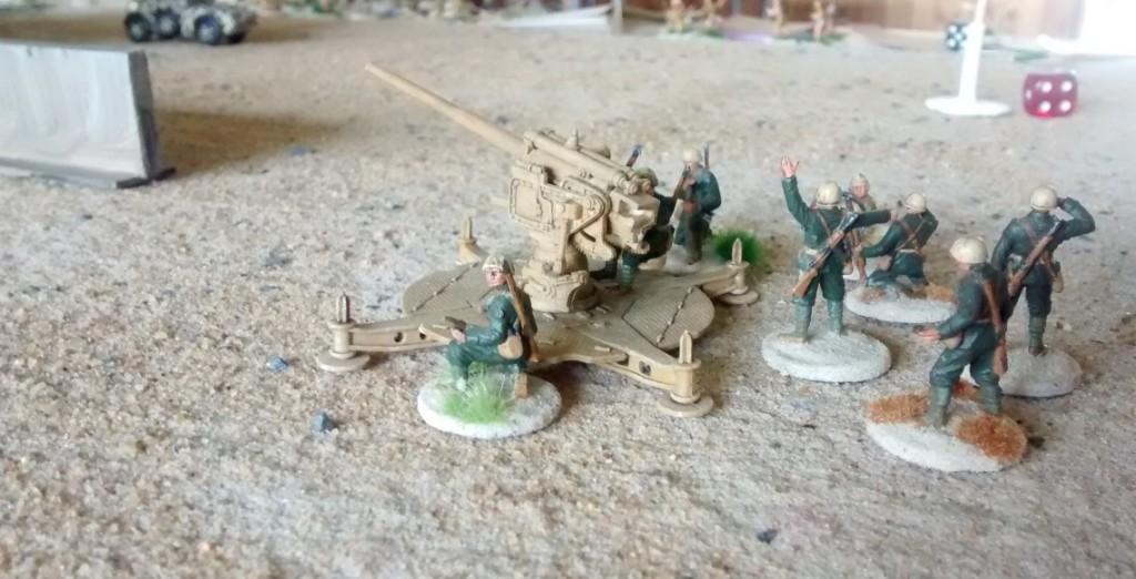 Die italienische 90mm-Flak 90/53 beherrschte die Hauptausfallstraße in Bengasi in Spielplattenmitte. Mit 70cm Reichweite und ihrer hohen Feuerkraft sperrte sie das Stadtzentrum für die britischen Panzerkeile.