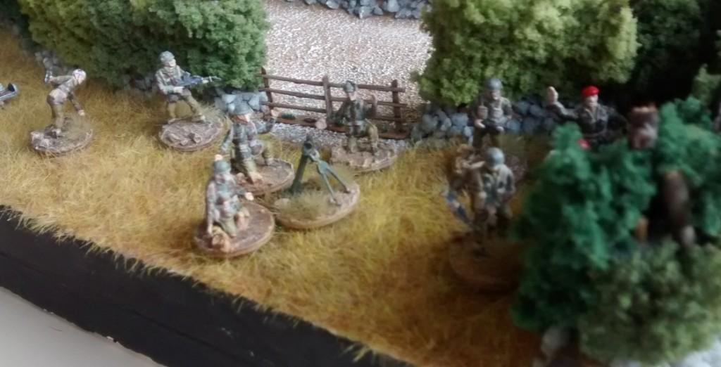 Noch einer der zehn 10er-Trupps. Dieses Mal mit einem der fünf 3-Inch-Mortars, die der Sturmi den Briten spendiert hat.