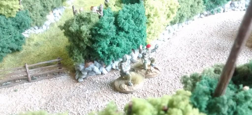 Zwei Artillerie-Beobachter-Trupps helfen, mit Mörsern und externer Artillerie dem Angriff zu mehr Nachdruck zu verhelfen.
