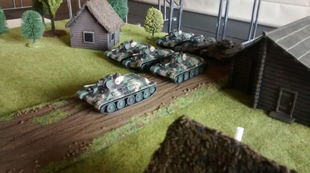 """Auch hier sind in der ersten Welle T-34/76 zur Unterstützung der ersten Welle beigefügt. Der Führungspanzer hat auch hier die """"Senior Officer"""" Option."""