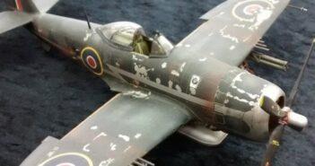 Altern / Weathering mit Buntstift und Kreide. Das Titelbild zeigt die mit verschiedenen Techniken perfekt gealterte P-47 Thunderbolt von Peter Rastätter von den Modellbaufreunden Mannheim