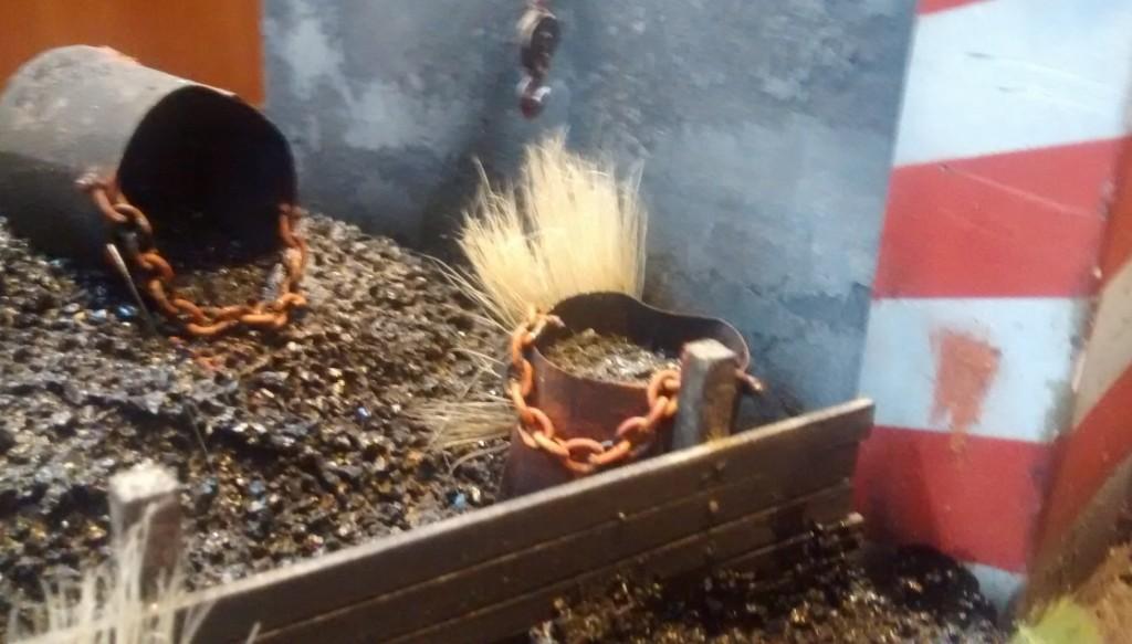 Ein weiteres, kleines Detail auf dem Diorama: Grasbewuchs am Kohlenbansen.
