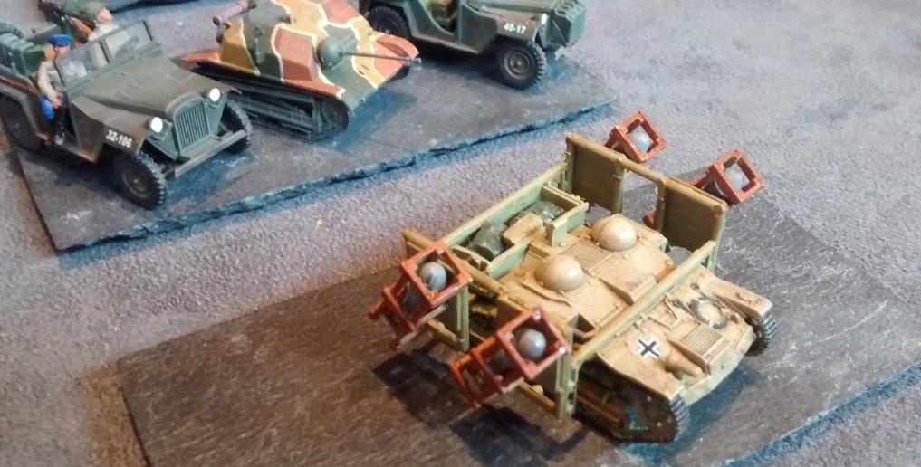 Die Renault UI Chenilette sowie die polnische TKS Tankette mit vier Wurfrahmen Stuka zu Fuß