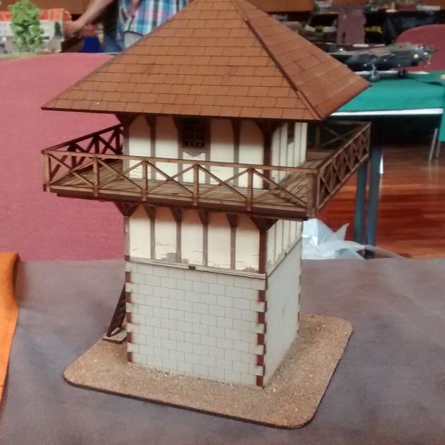 Wer den Limes in Hessen besucht hat, kennt dieses Modell eines römischen Wachtturms sicher.