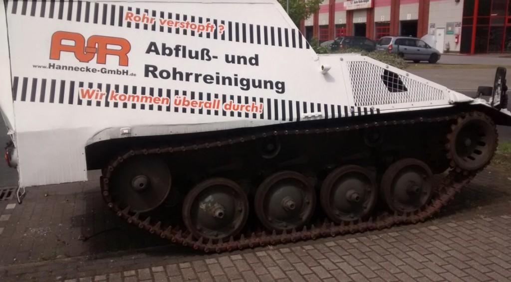 Nachschubpanzer CC2 (Cargo) oder auch SPz kurz, Transport, SPz 42-1 wirbt für die Abfluss- und Rohrreinigung der Hannecke GmbH im Gewerbegebiet Oberhausen