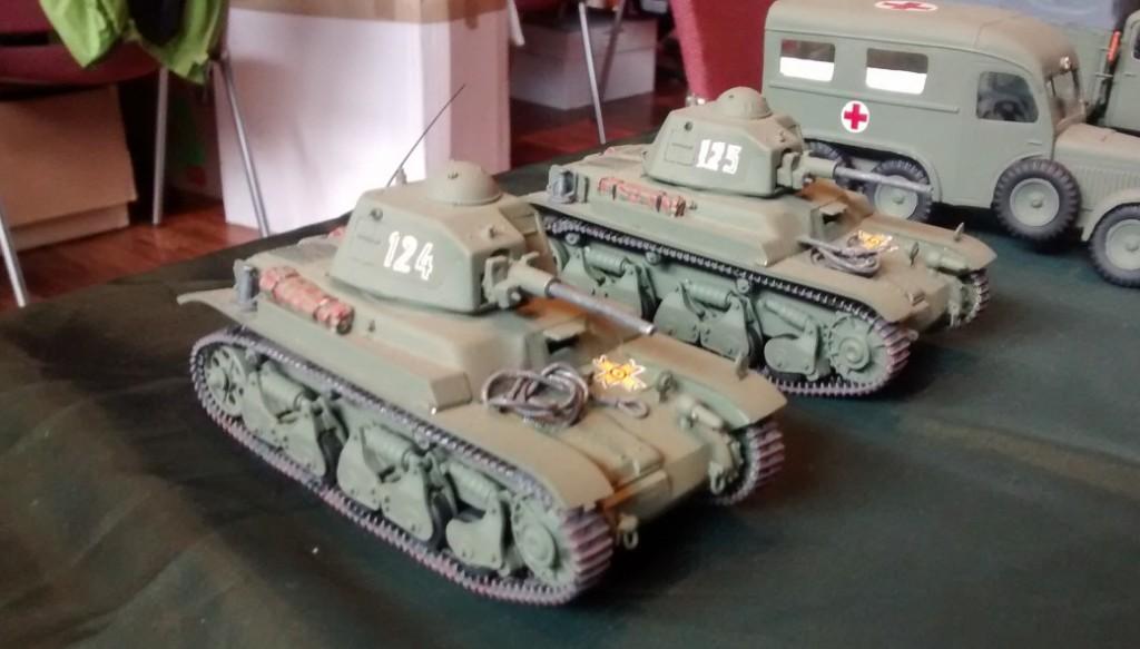 Zwei Hotchkiss H-35 der rumänischen Armee