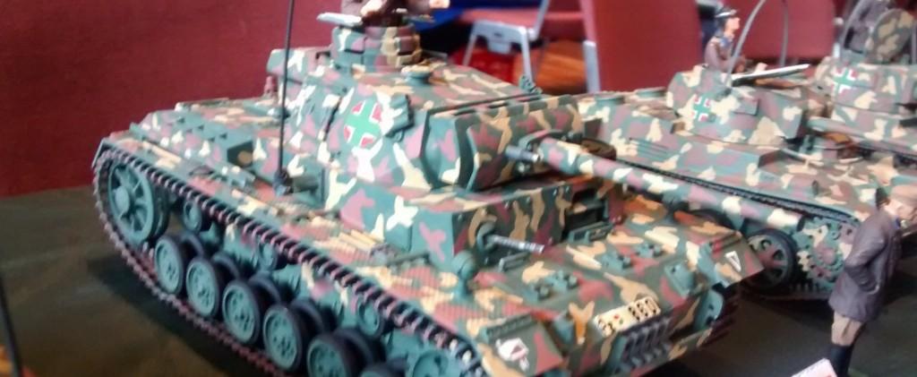 Der Panzer III L der ungarischen Armee aus dem Jahr 1942 brachte immerhin schon 14to auf die Waage. Trotz seines starken 12-Zylinder Maybach-Motors kam er nur mit 40 km/h voran.