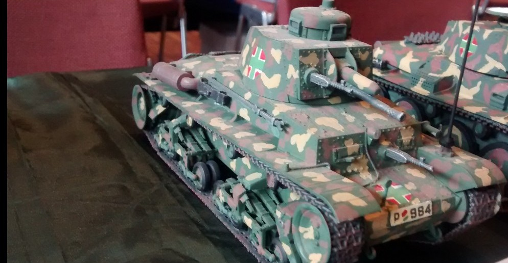 Der Skoda 35t der ungarischen Armee aus dem Jahr 1936 schaffte es  nur auf 35 km/h. Für den Antrieb seines Gewichts von 11t standen nur 120 PS zur Verfügung.