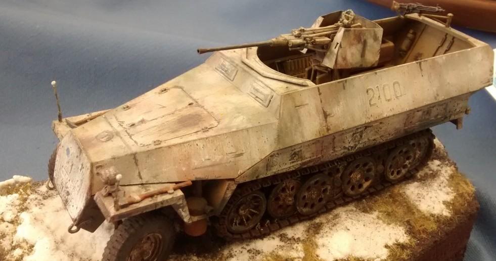 Sd.Kfz.251/17 Ausf. D mit 2cm-Schwebelafette von Dragon