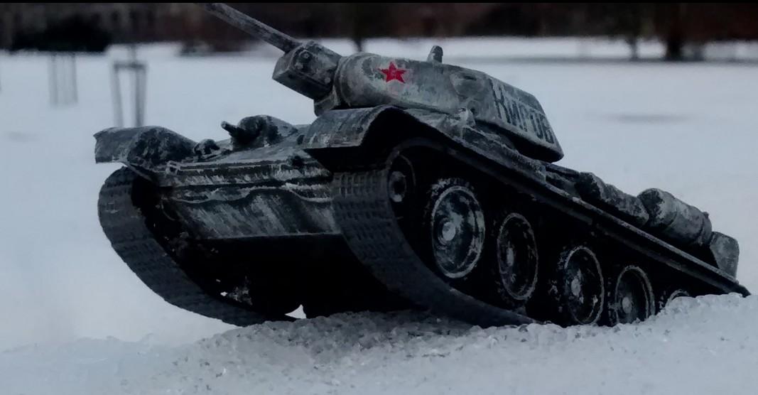Der T-34/76 ist im Schnee in seinem Element