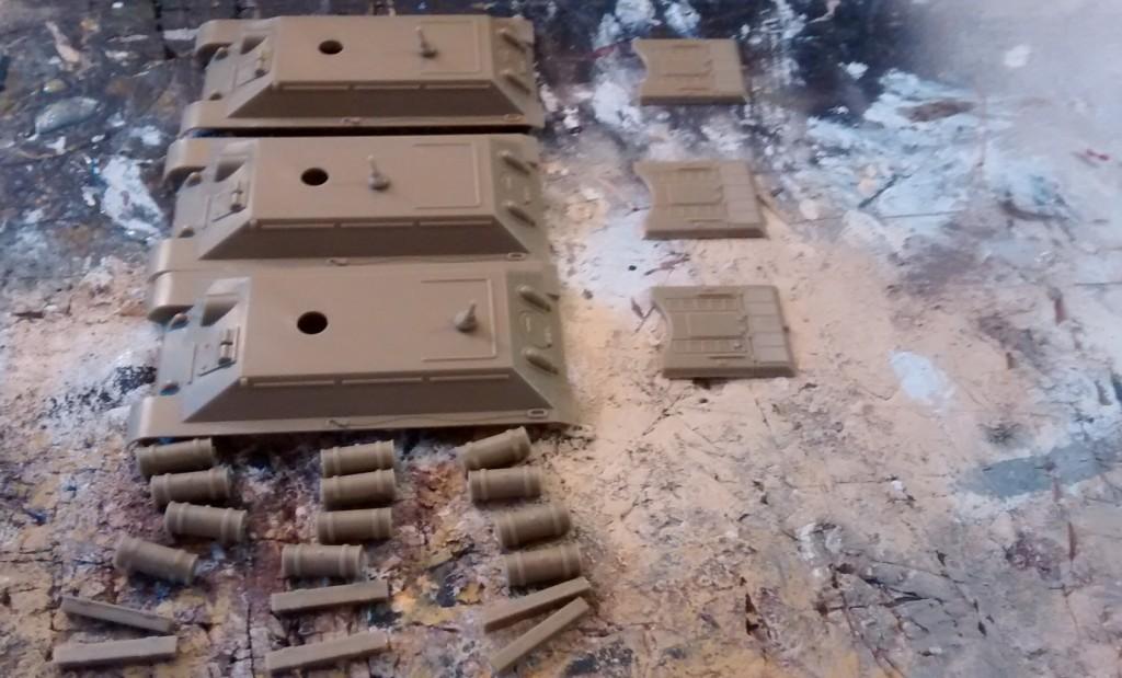 Hier die Wanne des T-34 von PSC. Alle Anbauteile liegen bereit.