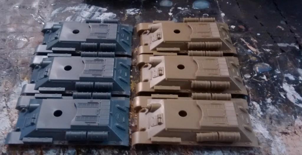 Eh bien! Die fertig montierten Panzerwannen des PSC T-46.