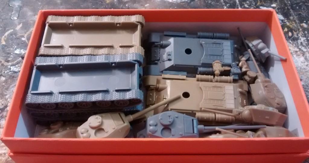 Transportcontainer für sechs T-34...