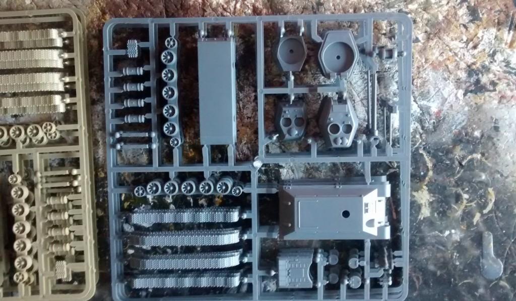 Die beiden PSC-Packungen haben ein unterschiedliches Alter. Man sieht es an der Dicke der Box und an der Farbe der Gussäste. Allerdings hatte das keinen Einfluss auf die Qualität der Bausätze.