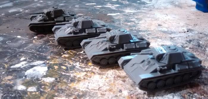 PSC T70 im Selbstversuch. Nach den beiden Übernahmen in der letzten Woche stand jetzt auch mal der Selbstversuch mit der Box Russian T70 Tank von der Plastic Soldier Company an.