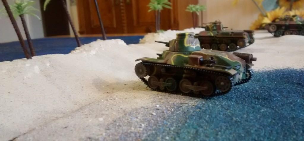 """Prototyp der bespielbaren Dioramenplatte """"Schlacht um Wake Island"""" mit beispielhaft aufgestellten Typ 97 Chi-Ha,  Type 95 Ha-Go, Type 2 Ka-Mi mit und ohne Ponton"""