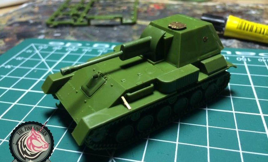"""Hier der UM Bausatz 304 """"SU-76"""" bei der Endmontage. Man sieht der SU-76 ihre Verwandlung gar nicht mehr an. Klein und unscheinbar steht sie da."""