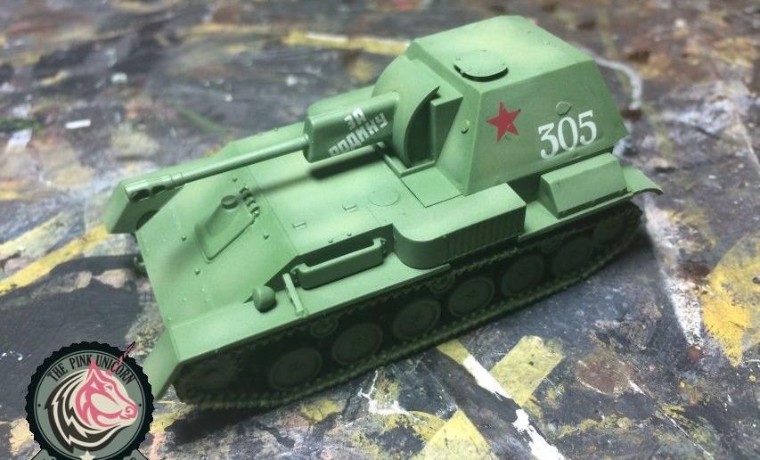 Die Decals kommt nach den ersten Farbschichten auf das Modell der SU-76 von UM