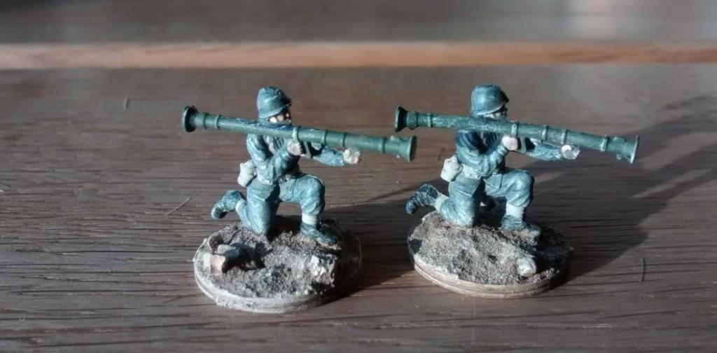 """Die beiden Bazooka-Schützen entstammen Plastis nahezu unerschöpflichen Vorräten an """"allem"""". Welches Figurenset das ist, kann ich beim besten Willen nicht sagen."""