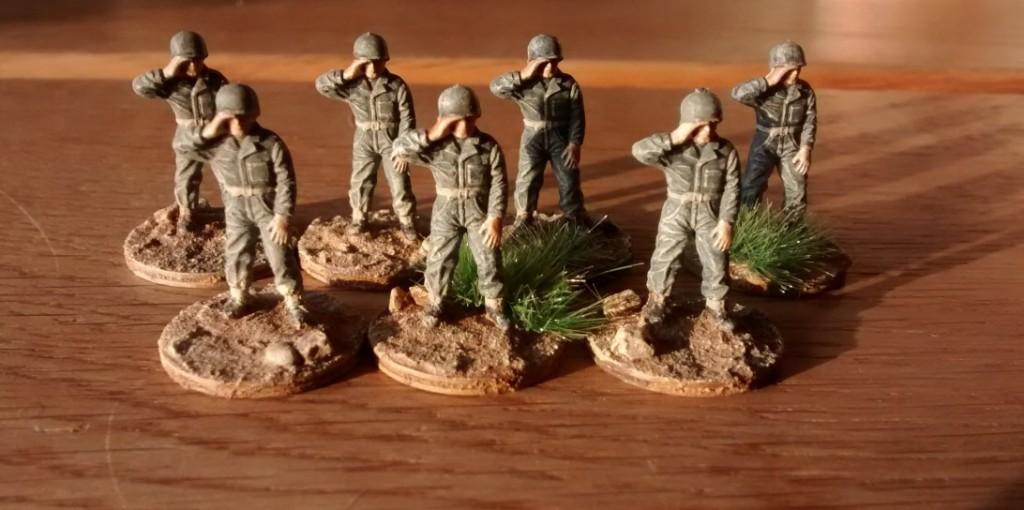 Diese Herrschaften - ebenfalls aus dem Matchbox Set US Infantry sind erstmal als Sanitäter verplant. Endgültig entschieden ist noch nichts, die Armbinden respektive der weisse Helm mit rotem Kreuz sind noch nicht aufgemalt. Mal schauen, was sich nach Komplettieren der 69 Infantry Division als Idee verfestigt hat.