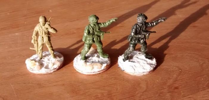 """Zwei ex Fallie-Offiziere treten in den Dienst der 69th Infantry Division. Der Matchbox-Funker trabt gleich mal zur Musterung. """"Tauglich!"""" lese ich schon jetzt in den Augen des Amtsarztes."""