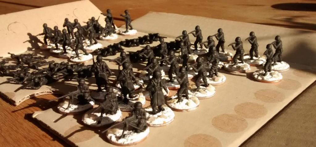 Weitere Minis für die verschiedenen Trupps der 69th Infantry Division. Schwere Waffen sind auch mit dabei.