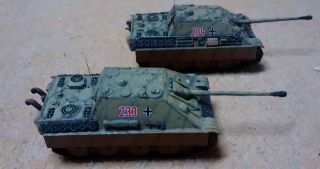 Zwei Jagdpanther, gebaut und benmalt von einem befreundeten und dem Perfektionismus verfallenen Modellbauer aus der Region.
