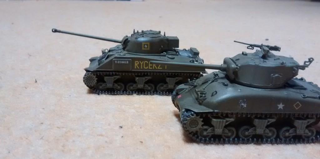 M4 Sherman Firefly (Leuchtkäfer) und Kollege